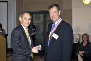 Riccardo Betti Honored with DOE Award from Steven Chu