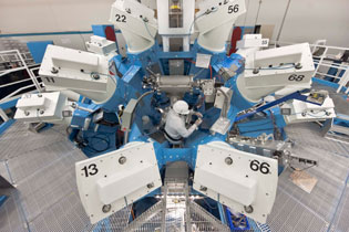Target about to be inserted onto its positioner before being transported to the center of the chamber