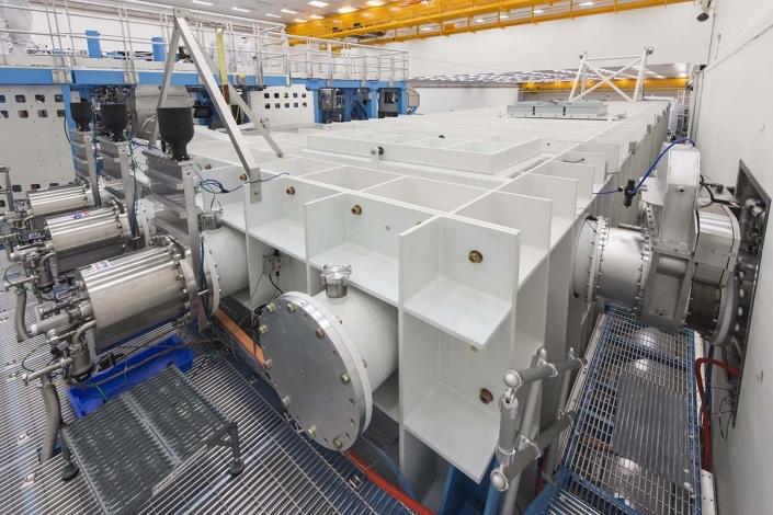 Short-pulse beam transport